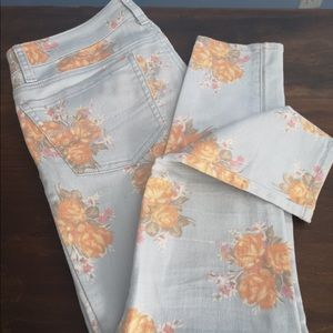 American Eagle salmon pink floral flower print jeans pants casual date night